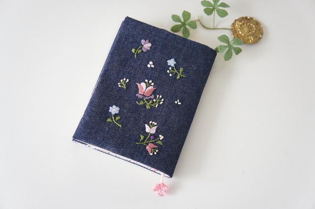 刺繍の文庫カバー(グレー×黒)
