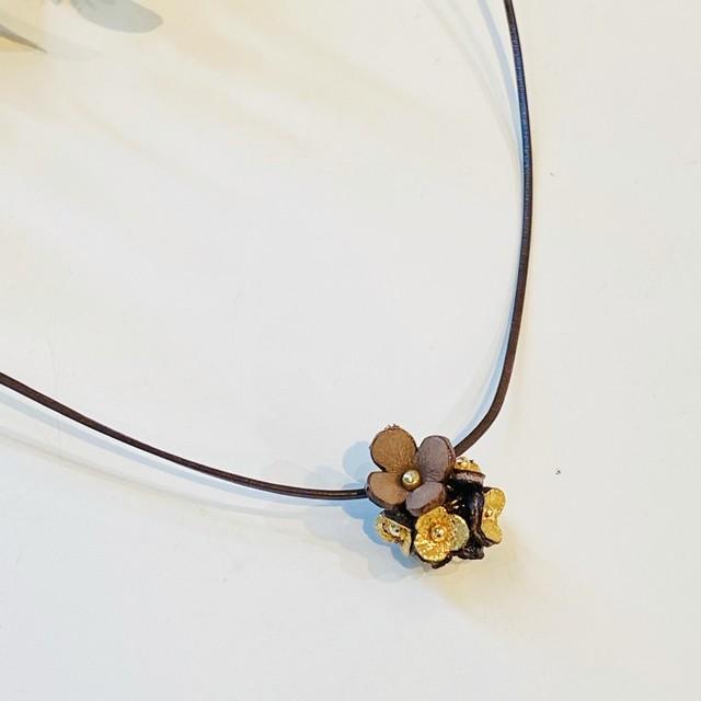 アナベル花プチチョーカー(花色ペールピンク&ホワイト 革紐ライトグレー色)