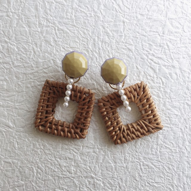 Trifari vintage earrings 1053