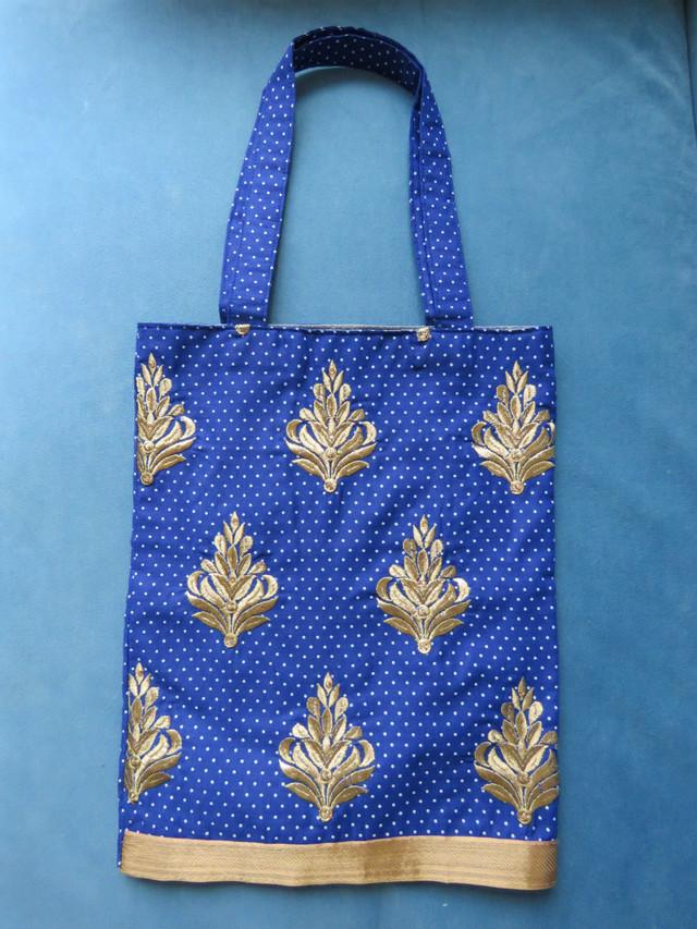 刺繍で上品な少し大人なこだわり生地で作られた Special Tote bag 4