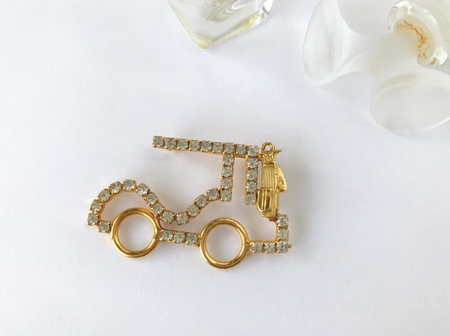 Vintage golf cart brooch