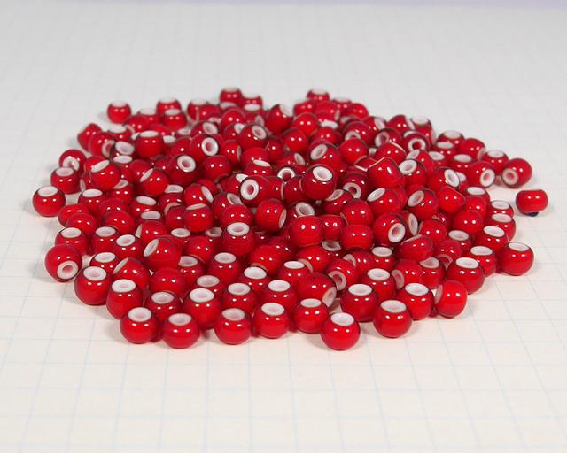 ホワイトハーツビーズ 赤色 丸5mm H2733WH14107