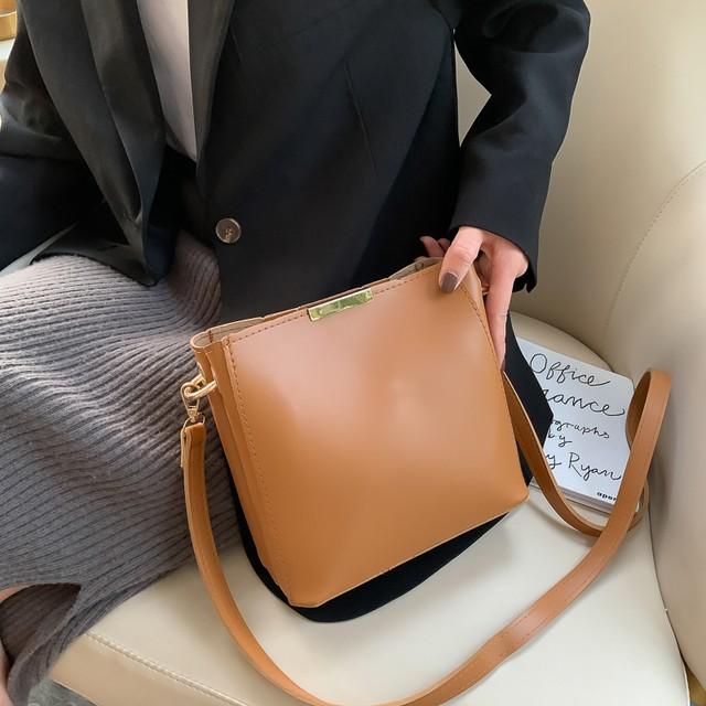 【バッグ】シンプル大容量無地マグネット斜め掛けショルダーバッグ41876008