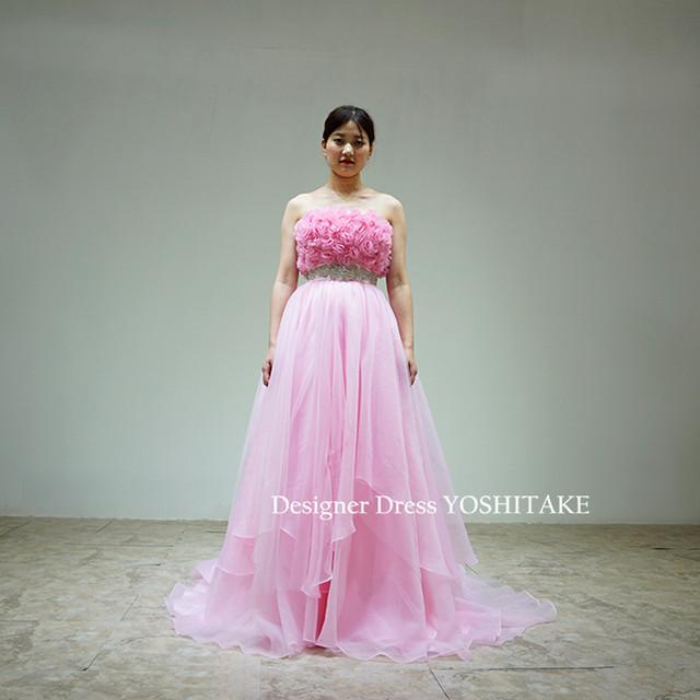 上半身ふわふわデザインにウエストシルバービジューAラインピンクドレス披露宴
