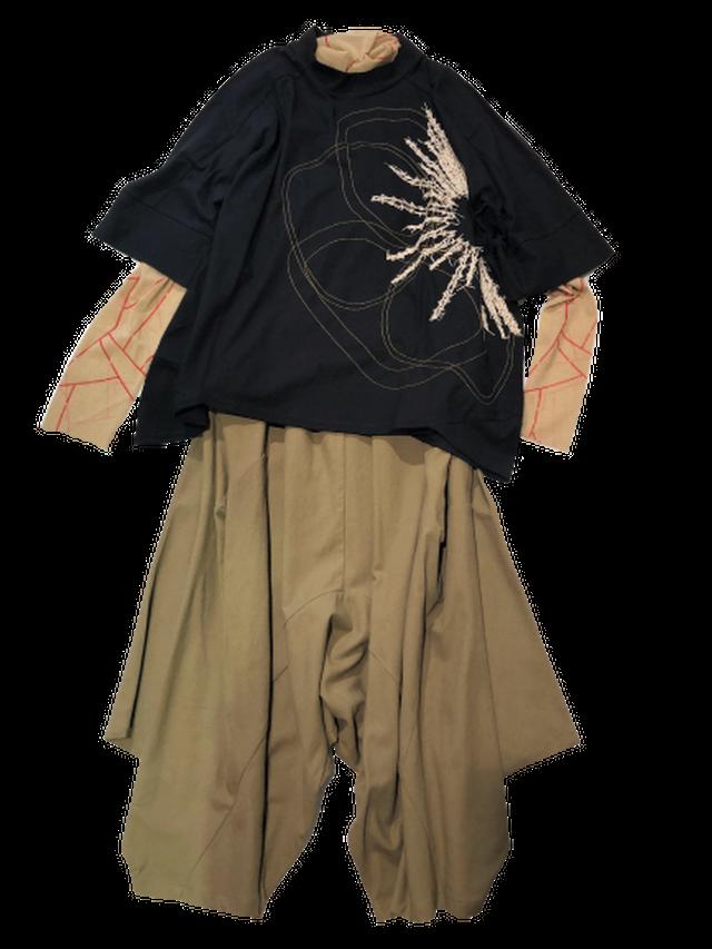 【最新作】フラワー刺繍ボックスカットTシャツ【212-3214】