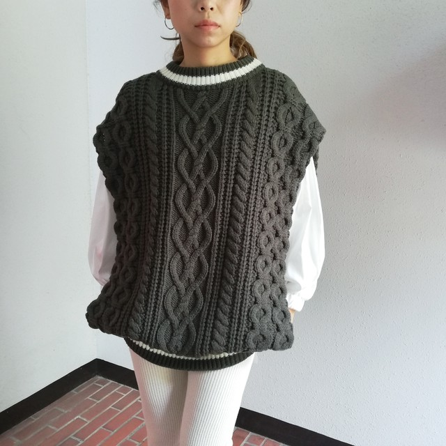 SUPER THANKS(CABLE KNIT PONCHO VEST)