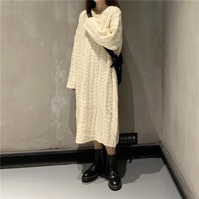 レディース ニットワンピースケーブル編み ラウンドネック ルーズニット 長袖 春 秋 冬 大人カジュアル 韓国 韓国ファッション オルチャンファッション / Round neck long section twist knit dress (DTC-605142020234)