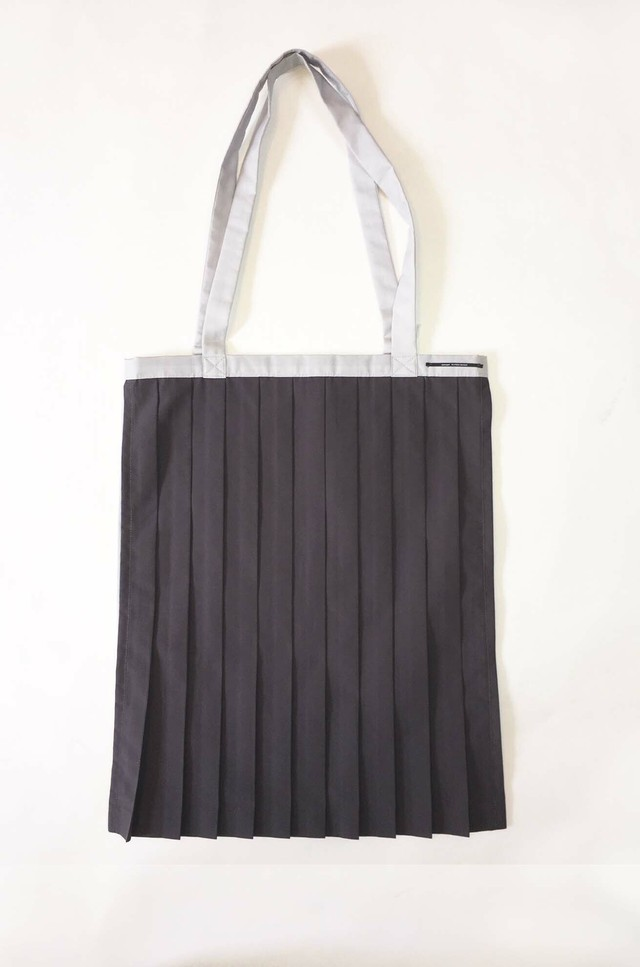 PLEATS TOTE BAG / GRAY x Light Gray