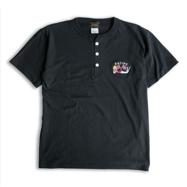 RACING FLAG HENRY NECK SS TEE BLACK