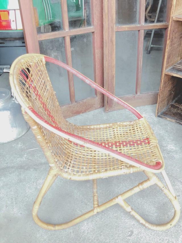 ちっこい 籐の椅子