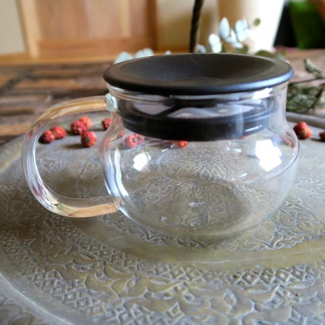 蓋と茶こしがひとつになった ティーポット280ml