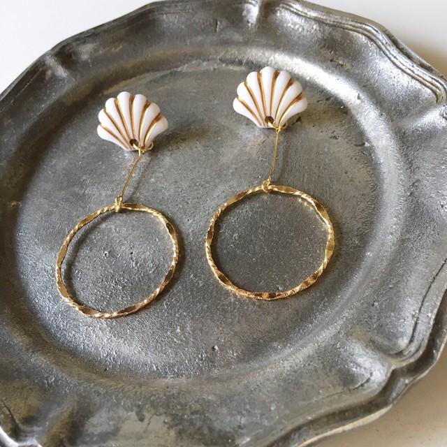 White & Gold Shellfish Beads earrings Vol.2