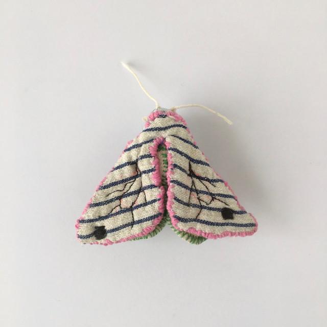 蛾のブローチ|Moth Brooch