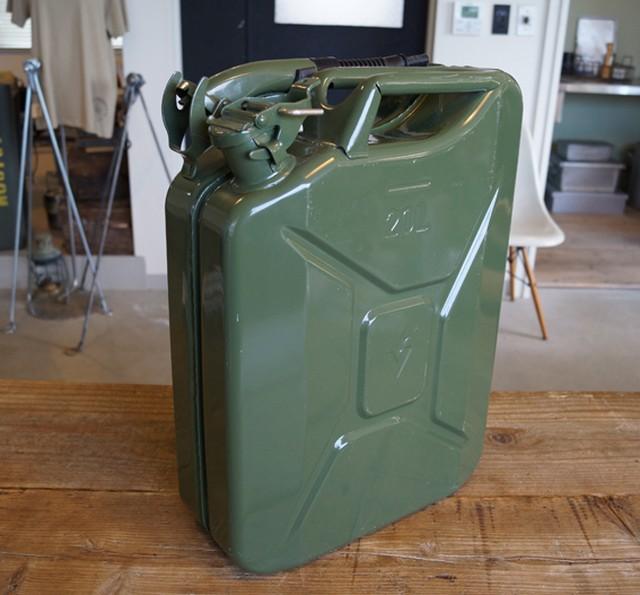 【入荷!】VALPRO社 NATO軍ジェリカン 5L スパウトSET カラーグリーン 新品 本物の質感です。