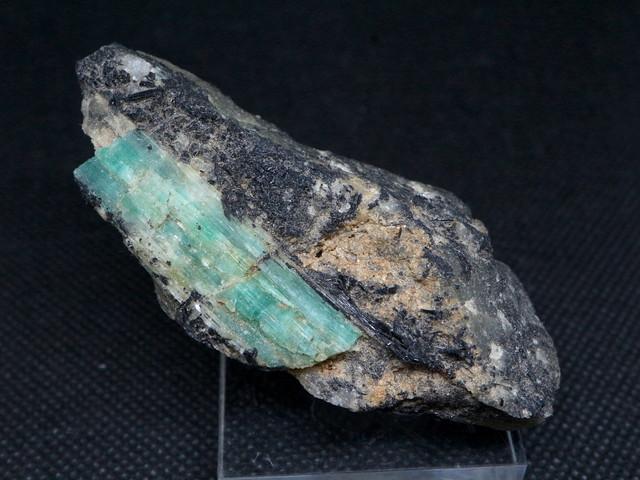 エメラルド 原石 標本 鉱物 72,6g ED049 ベリル 緑柱石 パワーストーン 天然石