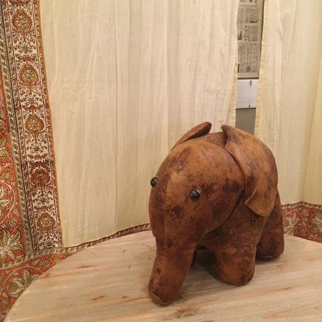 ゾウのドアストッパー