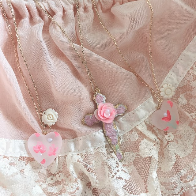 Rosy vintage Cross  necklace ロージークラスネックレス