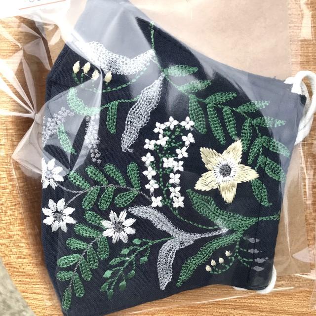 ボタニカル刺繍の布マスク