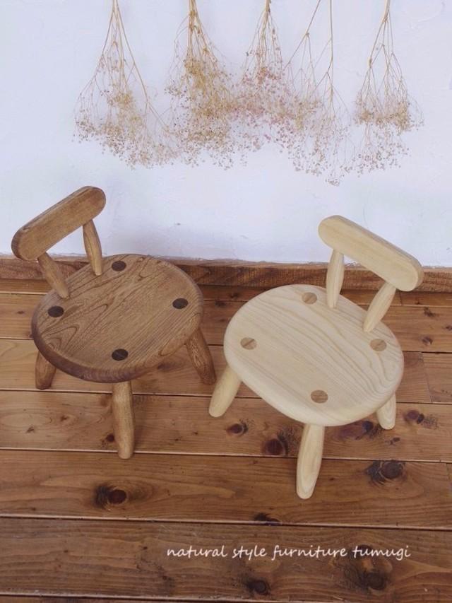 丸くてカワイイ・北海道センノキの子供椅子(1~3歳用)[名入れ・ギフト対応可]