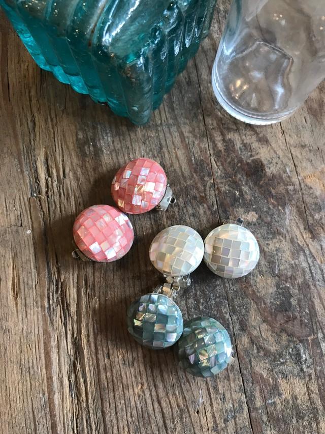 貝細工のイヤリング