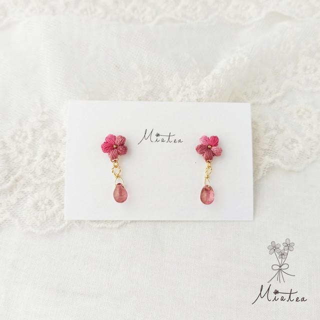 一粒花*#05-コーラル*刺繍糸のお花のピアス・イヤリング