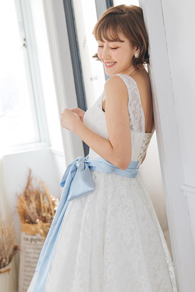 誰からも愛されるレース×フレアスカートのミモレ丈のオリジナルドレス