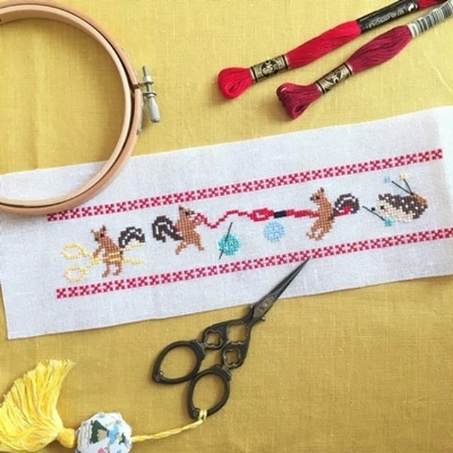 022 リスと刺しゅう道具