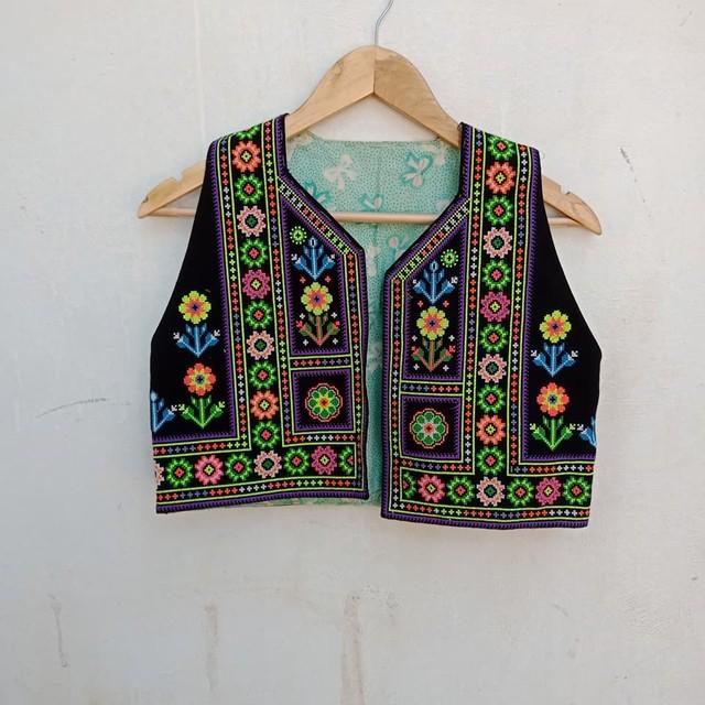 Vintage モン族 総刺繍のベスト