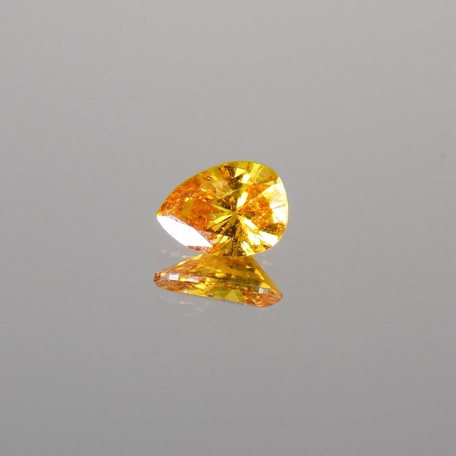 天然ファンシーヴィヴィッドイエローオレンジダイアモンド0.228ct