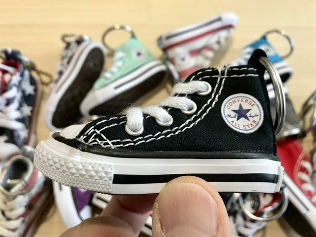 CONVERSE MINI SHOES KEYCHAIN (BLACK)