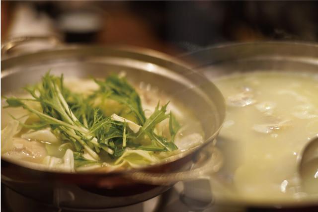 御銀の本格博多もつ鍋と水炊きセット 御銀特製ポン酢付き