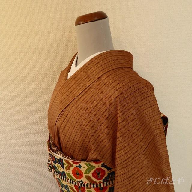 正絹紬 ピーナツバター色に縞の小紋 袷の着物