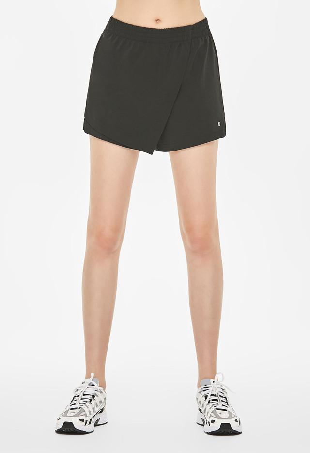 Extra Mile Shorts : Black