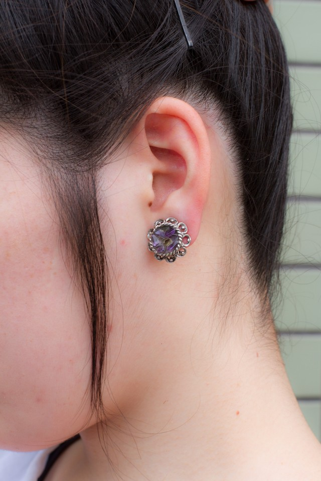 【 Run Rabbit Run Vintage 】 Purple earring