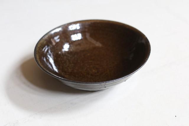 余宮隆 74. 鉄釉7寸鉢