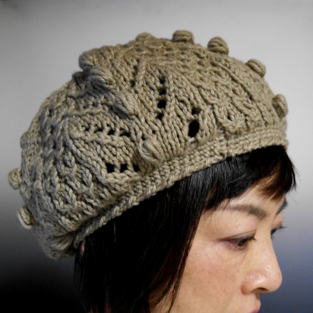ふんわり軽い、斜めボーダーニット帽子(ワインレッド)