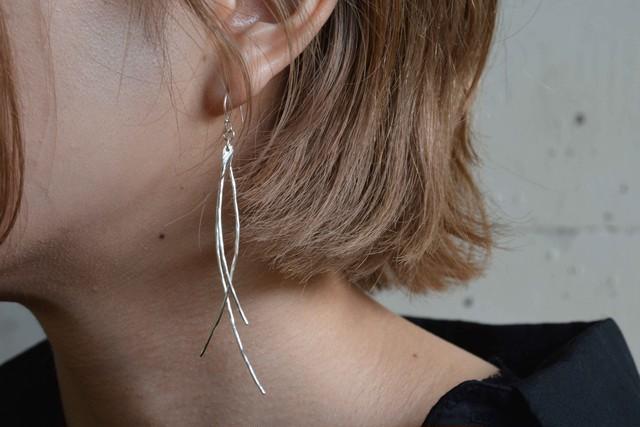 線の耳飾り / silver / 片耳[シルバー]