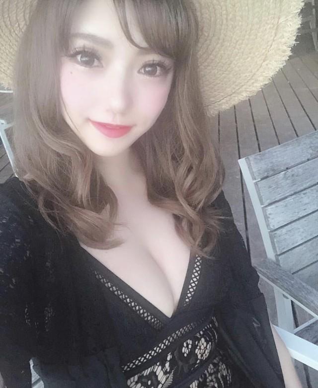 即納【モデルさん多数着用】胸元セクシー♡レースの水着(黒)