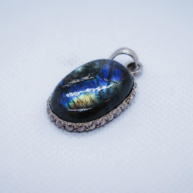 ペンダントトップ 天然石Labradorite  シルバー925  3.4cm x 1.9cm x 0.7cm 商品No.31
