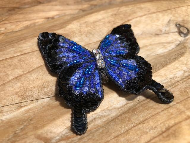 幸福の青い蝶『ユリシス』手刺繍ブローチ 一点物