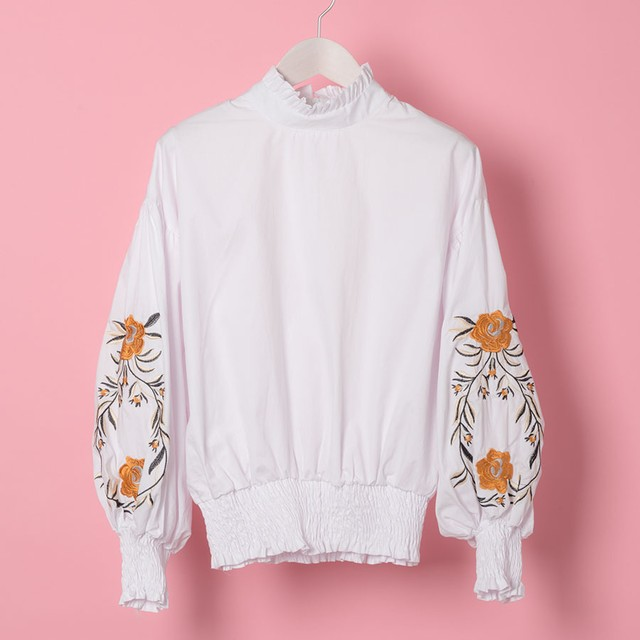 FLOWER EMBROIDERIED BLOUSE(YHK17SS004)