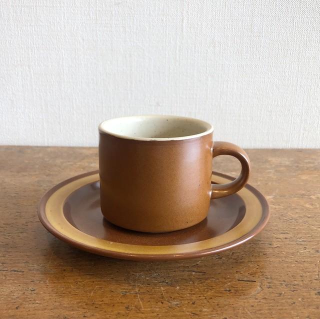 ブラウンのカップ&ソーサー