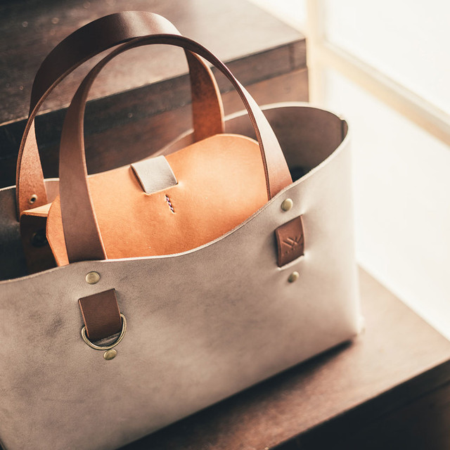 『身軽にお出かけ』一枚革の手縫いミニトートバッグ(全2色・姫路オイルレザー)