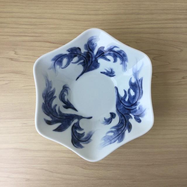 【有田焼】古染濃唐草彫 六角鉢【在庫限り】