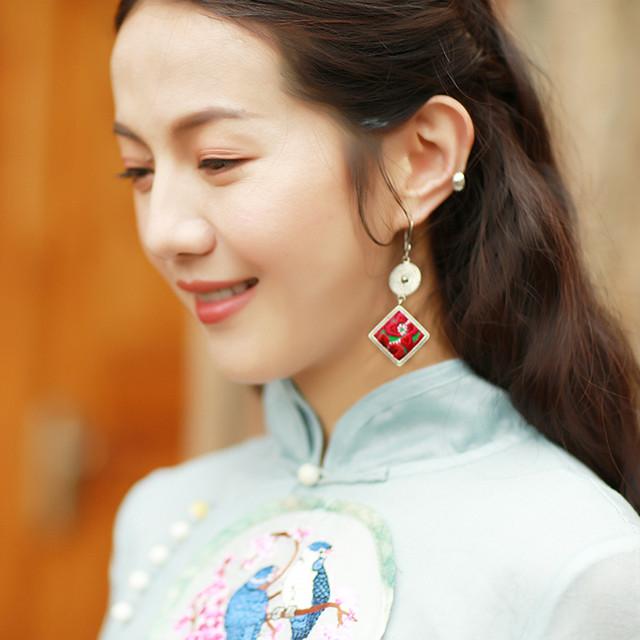 チャイナ風イヤリング 民族風耳飾り オリジナル デザイン大きいサイズ アクセサリー 成人式 日常 撮影撮り 高級感ある 気質アップ 着痩せ 手作り刺繍