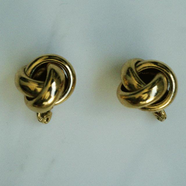 80's gold hoop earring