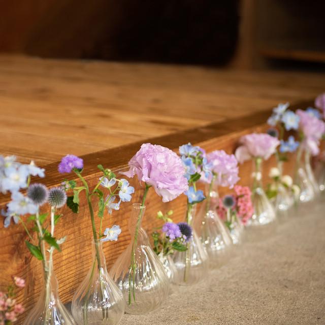 ③ミニガラスベースディスプレイ5500円【be京都×フラワーデザイナー ―作品展のためのお祝い装花】
