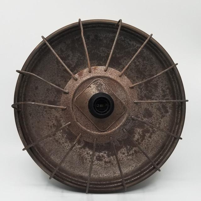 古い換気口の笠を使用したペンダントライト