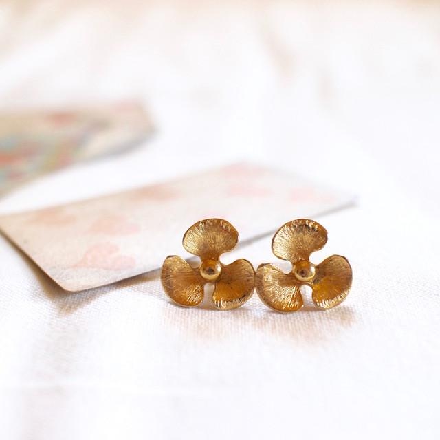 ゴールドメタル*お花イヤリング