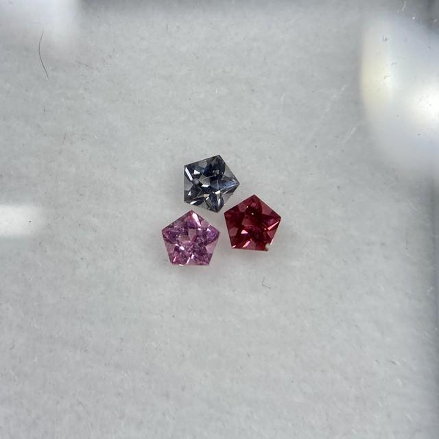 スピネル 星のブローチ 3点セット 約2.5mm r-0047